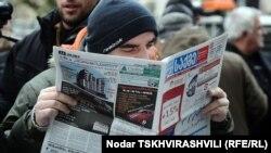 Собравшиеся на ней журналисты, политики и рядовые граждане опротестовали решение мэрии о демонтаже киосков по распространению прессы