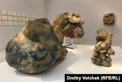 Скульптуры Алины Шапошников (1926-1973) похожи на гигантские опухоли