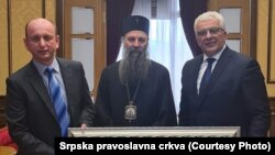 Patrijarh SPC Porfirije sa liderima DF-a Milanom Kneževićem i Andrijom Mandićem u martu u Beogradu