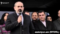 И. о. премьер-министра Армении Никол Пашинян на предвыборном митинге блока «Мой шаг» в Спитаке, 27 ноября 2018 г.