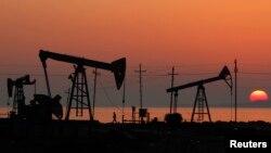 Нефтяные вышки. Иллюстративное фото.