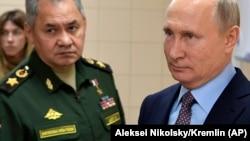 Министр обороны России Сергей Шойгу и Владимир Путин