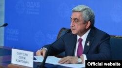Армения -- Президент Армении Серж Саргсян на брифинге по итогам саммита ОДКБ в Ереване, 14 октября 2016 г.