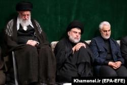 حضور مقتدی صدر در کنار سلیمانی در مراسمی در دفتر رهبر جمهوری اسلامی در شهریور ۹۸