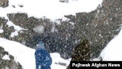 اخراج هزاران افغانی در سرمای شدید از ایران