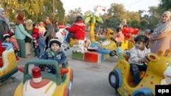 أطفال عراقيون يحتفلون بالعيد