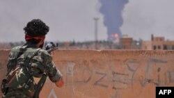 یک عضو «یگانهای مدافع خلق» در نزدیکی حسکه