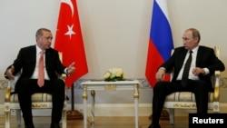 Fotografi nga takimi i presidentit turk, Erdogan me homologun rus, Putin në Shën Petersburg, Rusi