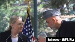 АҚШ Давлат котиби Ҳ.Клинтон ва Афғонистон Президенти Ҳ.Карзай, Кобул, 2012 йил 7 июл.
