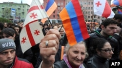 Представители грузинского руководства на акцию перед посольством Турции в Тбилиси не пришли. Да и вообще, политических деятелей в толпе видно не было