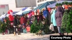 Көк базардағы жаңа жылдық сауда. Алматы, 21 желтоқсан 2012 жыл.