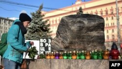 Мемориал жертвам политических репрессий на Лубянской площади в Москве.