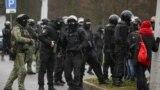 Полицијата апси на антивладините протести во Белорусија