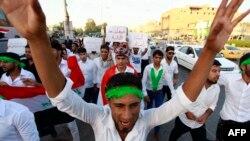 پاسخ مثبت عدهای از شیعیان عراق در شهر نجف به خواسته آیتالله سیستانی مبنی بر ایستادگی در برابر تروریستها