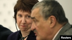 Czech Foreign Minister Karel Schwarzenberg (right) and EU foreign policy chief Catherine Ashton attend a news conference after a meeting of the foreign ministers of the Visegrad Group and Eastern Partnership countries in Prague.