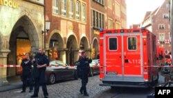 Поліція і пожежники-рятувальники біля місця події, Мюнстер, 7 квітня 2018 року