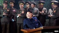 به گفته دریابد گرتنی به سختی بتوان کنشها و تصمیمات رهبر کره شمالی (در وسط تصویر) را پیشبینی کرد، اما آمریکا آماده است تا در صورتی که او دست به یک حمله اتمی بزند، واکنش نشان دهد.