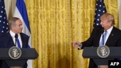 Presidenti Donald Trump (djathtas) dhe kryeministri Benjamin Netanyahu gjatë konferencës së sotme për gazetarë në Shtëpinë e Bardhë