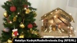 Ялинка і різдвяний вертеп в італійській оселі