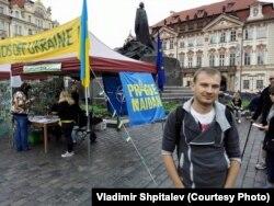 Владимир Шпиталев на пражской акции в поддержку Украины