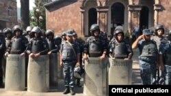 Силы полиции в центре Иджевана, 18 июля 2019 г.