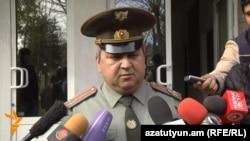Начальник центрального клинического военного госпиталя «Мурацан» Арам Асатурян отвечает на вопросы журналистов, 2 апреля 2016 г.