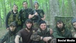 """Доку Умаров (в центре) с ветераном чеченских боевиков """"Яхья"""""""