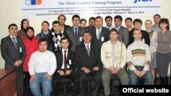 Самар Чокутаев на тренинге в Национальном центре информационных технологий в Бишкеке. Крайний справа в первом ряду. Источник фото it.kg