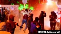 Тбилисиде полиция митингдин катышуучуларын суу чачып таркатты. 8-ноябрь, 2020-жыл.