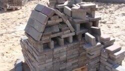 Севастопольці будують мініатюри з плитки в парку Перемоги