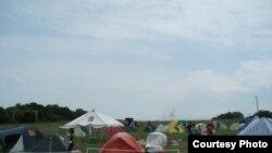 Лагерь волонтеров, приехавших помогать пострадавшим от наводнения. Крымск, лето 2012 года