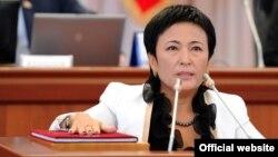 Камила Талиева парламентте ант берүүдө.12-сентябрь, 2012.
