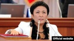 Камила Талиева парламентте ант берип жаткан учур.