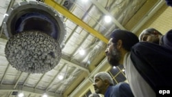 Iranski poslanici u obilasku nuklearne elektrane u Isfahanu