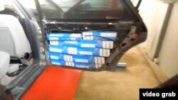Контрабанда сигарет: в качестве хранилища использовано внутреннее пространство двери автомобиля