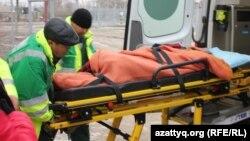 Скорая в Березовке увозит пострадавшего подростка 4 декабря 2014 года