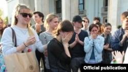Alina Cojocaru copleșită de insulte în fața Operei Naționale din București, 12 aprilie 2016