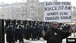 Москва. 13 апреля. Перед началом митинга в защиту свободы СМИ