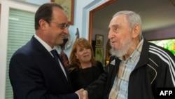 Фидель Кастро (оң жақта) Франция президенті Франсуа Олландпен кездесіп тұр. Гавана, 11 мамыр 2015 жыл.