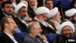 برادران لاریجانی هر سه متولد نجف هستند.