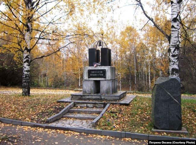 """Памятник """"Сынам Карелии, погибшим в Чечне"""""""
