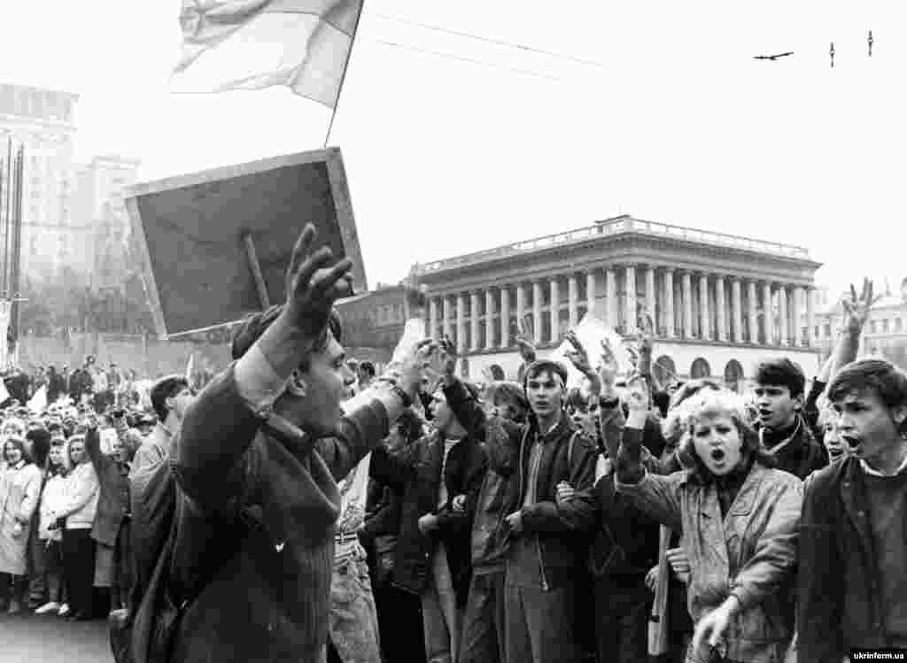 На підтримку голодуючим студентам прийшли їхні колеги з київських вишів