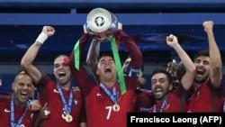 Portuqaliya millisi Avropa çempionluğuna sevinir.