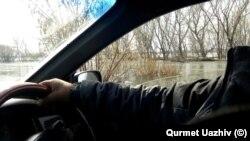Вода, вышедшая из устья реки Нура, вдоль русла которой расположены десятки населенных пунктов. Карагандинская область, село Садовое, 31 марта 2019 года. Фото прислал житель села Садовое Курмет Уажив.