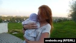 Сьвятлана Скіба з дачкой