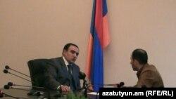Лидер партии «Оринац еркир» дает интервью Радио Азаттутюн, Ереван, 5 апреля 2011 г.