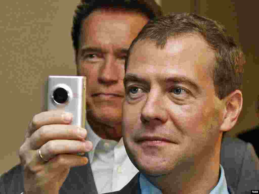 Medvedev i guverner Arnold Švarceneger