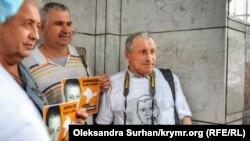 Николай Семена (справа) на акции в Киеве