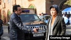 حسن معجونی و نیکی کریمی در فیلم «خیابانهای ناآرام»