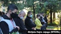 Sjeverna Makedonija, vjernici ispred džamije